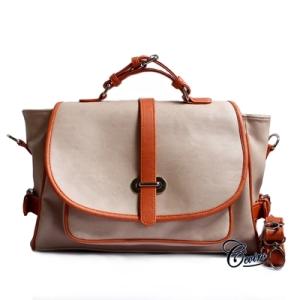 jalan jalan dengan model terbaru tas wanita